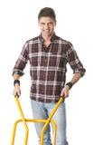Homme heureux avec le chariot utilisé pour le transport Photographie stock libre de droits
