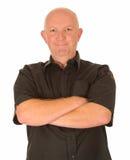 Homme heureux avec les bras pliés Image stock