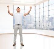 Homme heureux avec les mains augmentées Image libre de droits