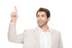 Homme heureux d'affaires de brune caucasienne dirigeant le doigt d'isolement sur le blanc Photo libre de droits