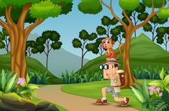 Homme heureux d'explorateur avec un singe dans la jungle illustration stock