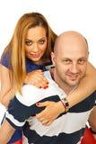 Homme heureux donnant sur le dos la conduite au femme Photo stock