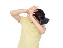 Homme heureux en casque de réalité virtuelle ou verres 3d Photographie stock