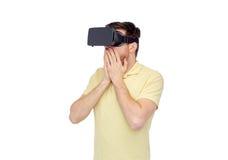 Homme heureux en casque de réalité virtuelle ou verres 3d Photos stock