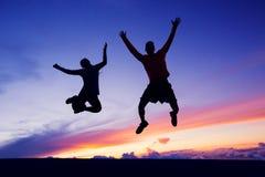 Homme heureux et femme ayant l'amusement Photographie stock libre de droits