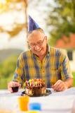 Homme heureux sur son anniversaire Image libre de droits