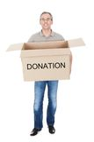 Homme heureux tenant la boîte de donation Photo libre de droits