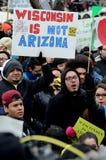 Homme hispanique à une protestation d'immigration dans le Wisconsin Photographie stock libre de droits