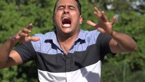 Homme hispanique adulte irrité allergique clips vidéos