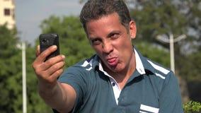 Homme hispanique adulte Selfie banque de vidéos