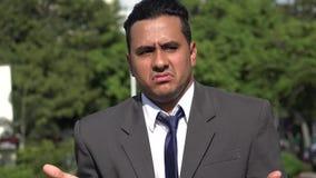 Homme hispanique et confusion d'affaires clips vidéos