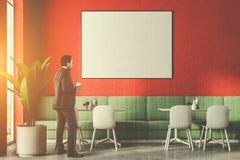 Homme horizontal d'affiche de restaurant de luxe vert de sofa Photographie stock