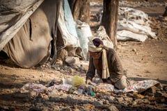 Homme indien de collecteur d'ordures photographie stock libre de droits