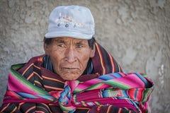 Homme indigène non identifié de Yampara avec l'habillement et le chapeau traditionnels, sur le marché local de Tarabuco dimanche, Images libres de droits