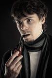 Homme intelligent avec un tuyau dans une bouche Photographie stock libre de droits