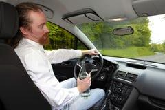 Homme ivre dans la voiture Image libre de droits