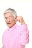 Homme japonais supérieur dans une pose de victoire Images libres de droits