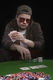 Homme jouant au poker Image libre de droits