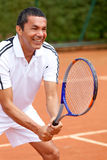 Homme jouant au tennis Image stock
