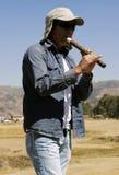 Homme jouant Kena Photos libres de droits
