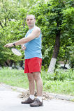 Homme jouant le badminton Photo stock