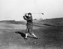 Homme jouant le golf (toutes les personnes représentées ne sont pas plus long vivantes et aucun domaine n'existe Garanties de fou Photographie stock libre de droits