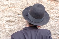 Homme juif au mur occidental Photos libres de droits