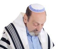 Homme juif d'Eldery enveloppé dans la prière de talit Photo libre de droits