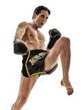 Homme kickboxing thaïlandais de boxe de kickboxer de Muay d'isolement Images libres de droits