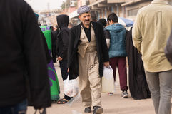 Homme kurde marchant dans un Souq en Irak Photos libres de droits