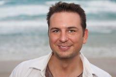 Homme à la plage Images stock