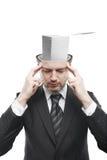 Homme large d'esprit avec la pile de papiers à l'intérieur Image stock