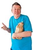 Homme mûr éperdu avec la bouteille de boissons alcoolisées Photographie stock libre de droits