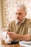 Homme mûr aîné - Home Office  Photo stock