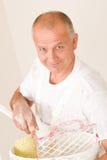 Homme mûr de décoration à la maison avec le rouleau de peinture Photos libres de droits