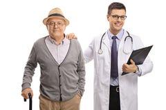 Homme mûr et un docteur Photographie stock