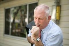 Homme mûr - saison de grippe Images stock