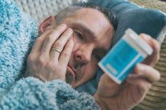 Homme mûr souffrant de la dépression images stock