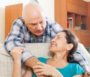 Homme mûr avec l'épouse aimée Photo libre de droits