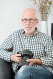 Homme mûr avec l'appareil-photo de photo Photos libres de droits