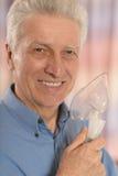 Homme mûr avec le masque à oxygène Image stock