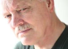 Homme mûr avec le regard sérieux Photo libre de droits