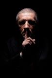 Homme effrayant faisant des gestes le silence Photographie stock