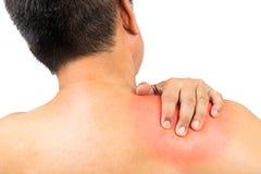 Homme mûri avec douleur de cou et d'épaule Photographie stock libre de droits