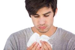 Homme malade à l'aide du mouchoir Photo stock