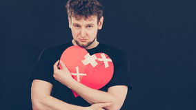 Homme malheureux avec le coeur brisé Photographie stock libre de droits