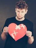 Homme malheureux avec le coeur brisé Photos stock
