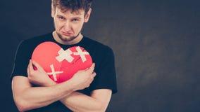 Homme malheureux avec le coeur brisé Image libre de droits