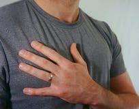 Homme marié portant épousant Ring On Hand Photographie stock