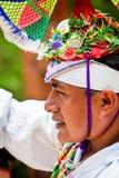 Homme maya traditionnel d'aviateur dans la danse de la cérémonie d'aviateurs Photographie stock libre de droits